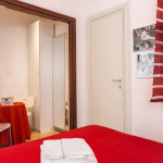 Bedroom en-suite bathroom - La Roma di Camilla - Bed and Breakfast Rome
